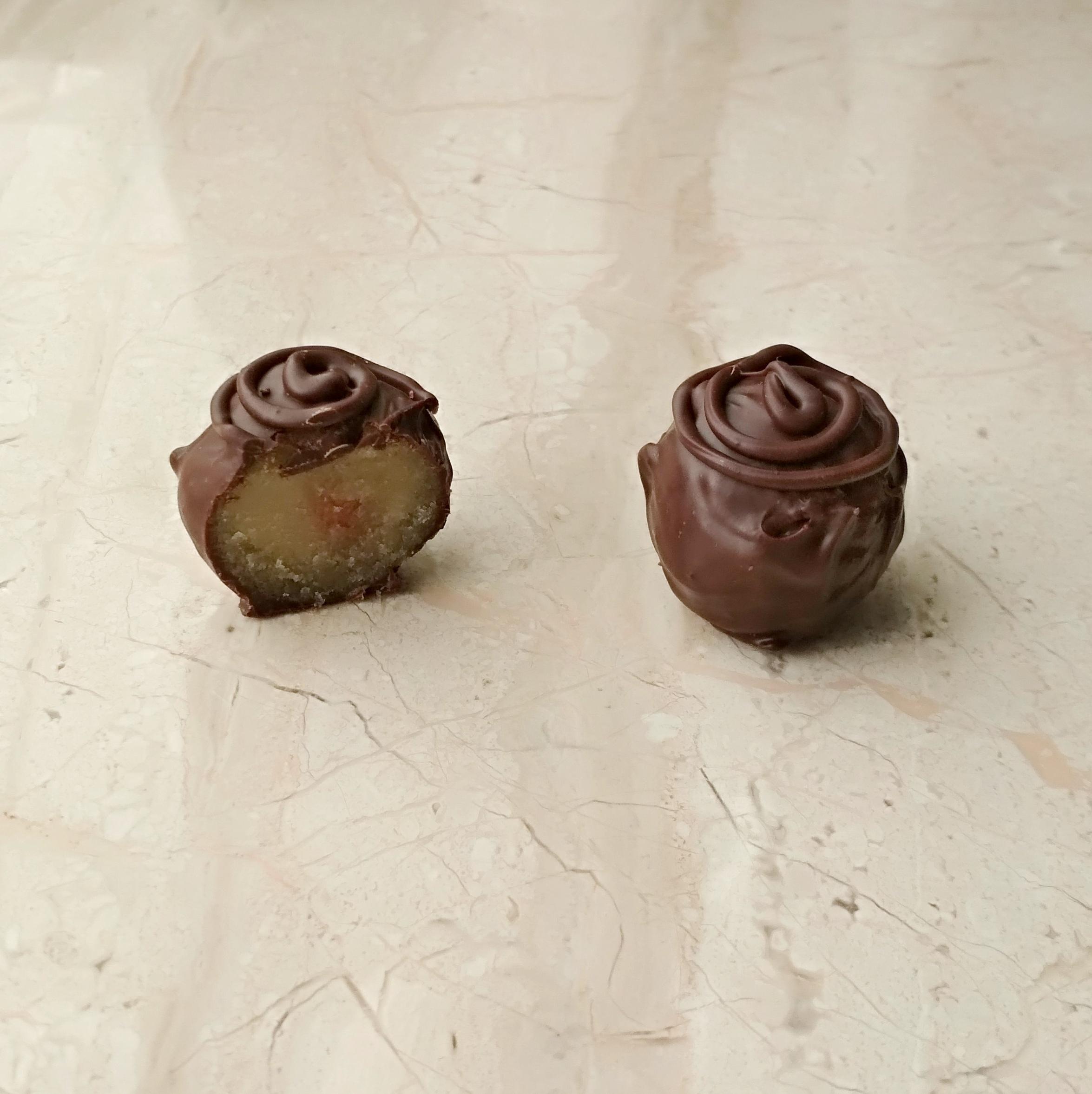 марципановый трюфель в тёмном шоколаде
