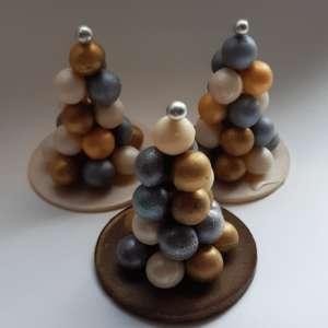 елка из шоколадных сфер